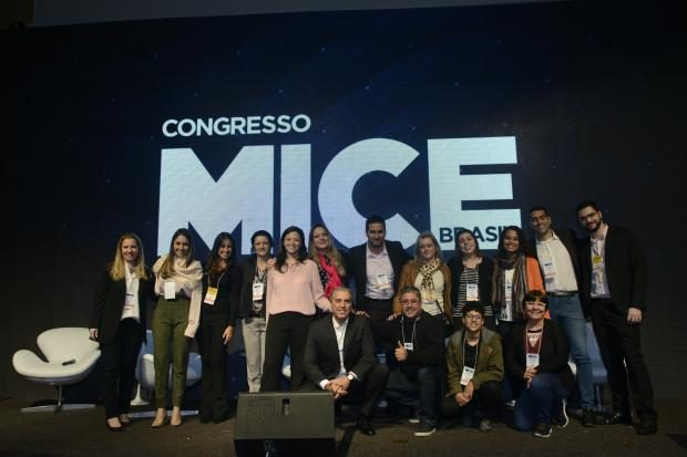 Colaboradores da Reed Exhibitions no palco do Congresso MICE Brasil 2018
