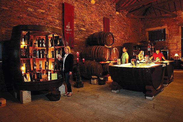Programações especiais como visitas a vinícolas e degustação de vinhos