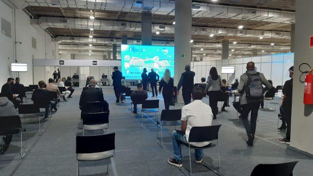 área de espera dos resultados dos teste  covid-19 na Expo Retomada 2021 em Santos/SP