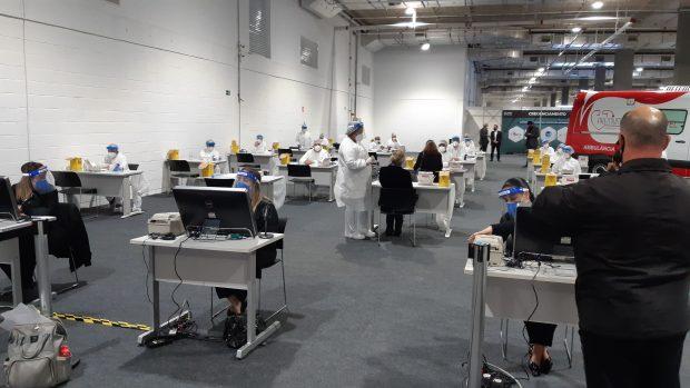 teste covid-19 na Expo Retomada 2021 em Santos/SP
